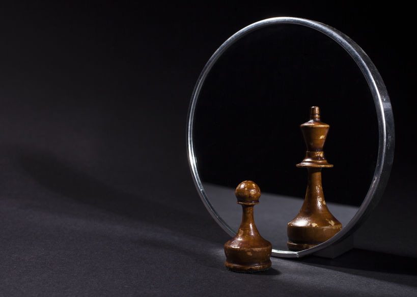 chess-pawn-in-mirror