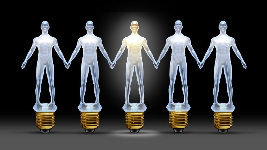 lightbulb-men-holding-hands