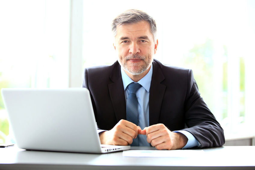 outplacement-businessman-at-desk